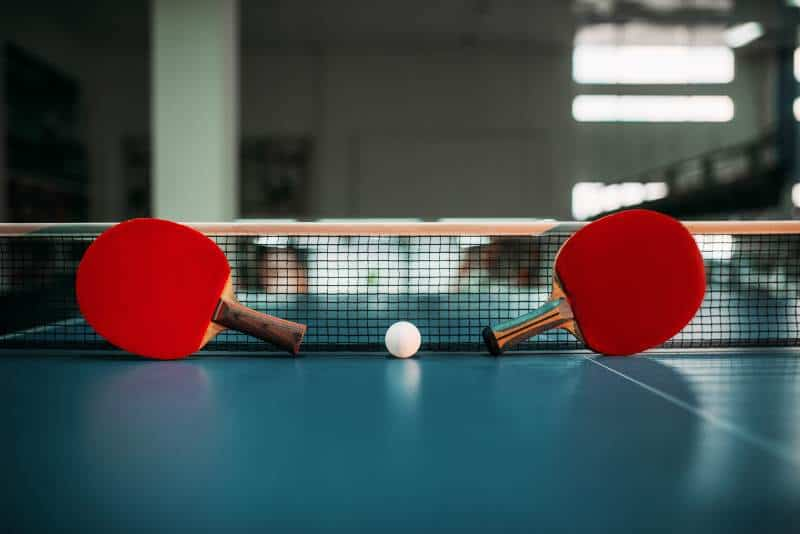 ping pong table with 2 rackets